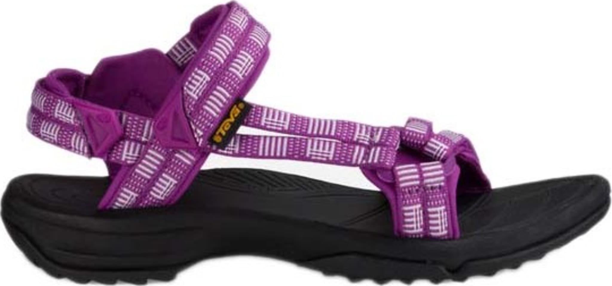 Lett, minimalistisk og komfortabel sandal i lær