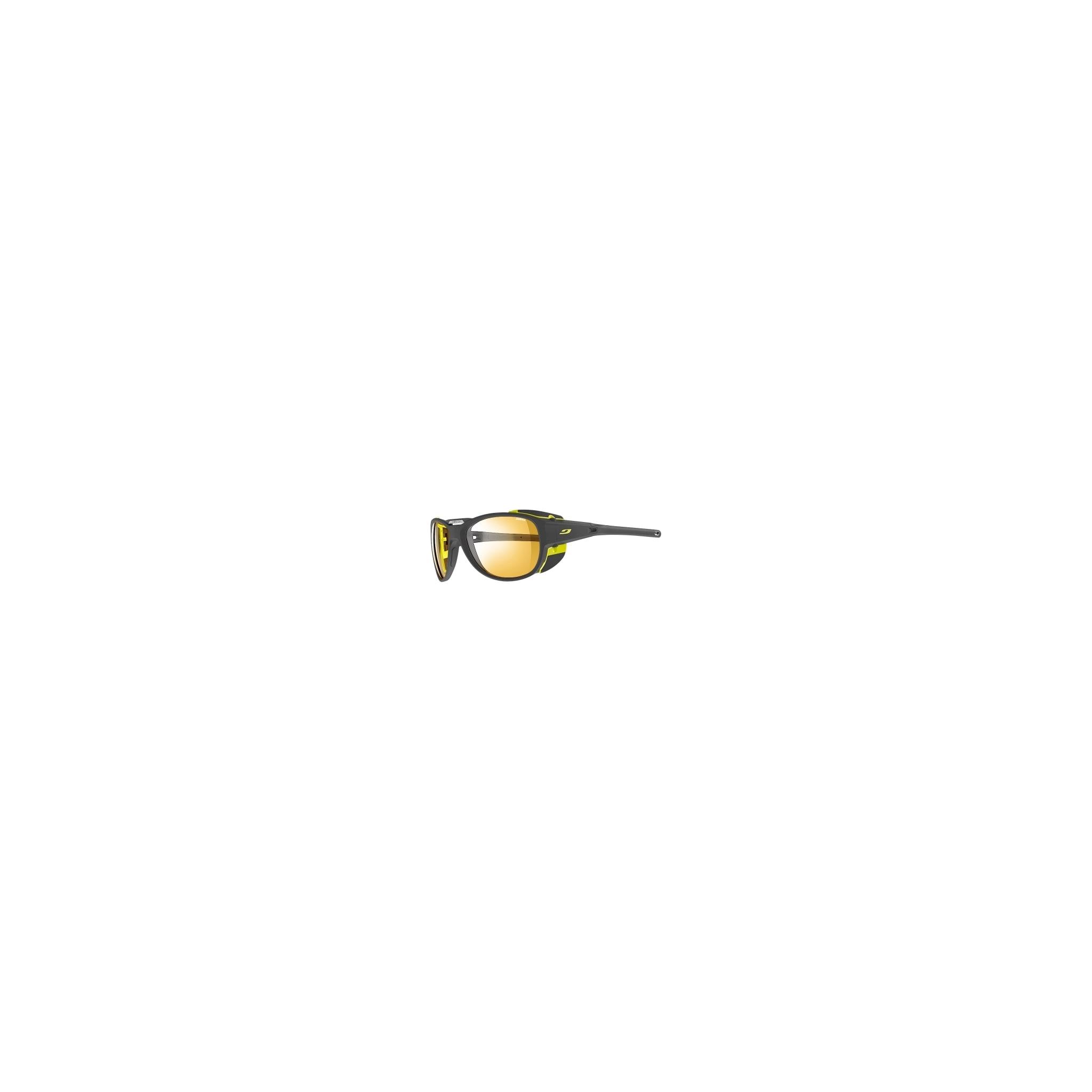 Lett brille med linser som justerer seg etter sollyset