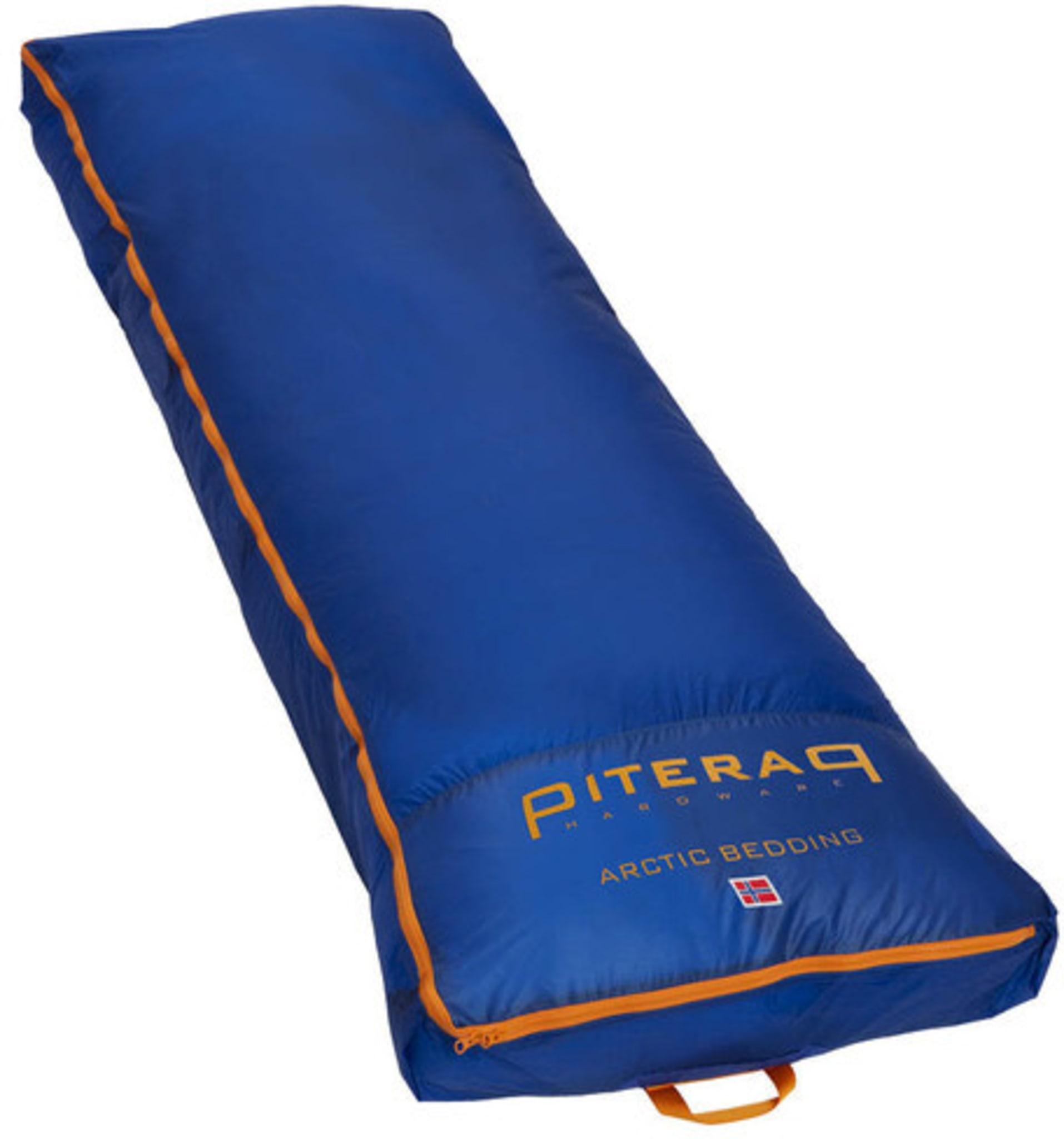 Genial ekspedisjonsbedding for frakt av liggeunderlag og sovepose på pulk