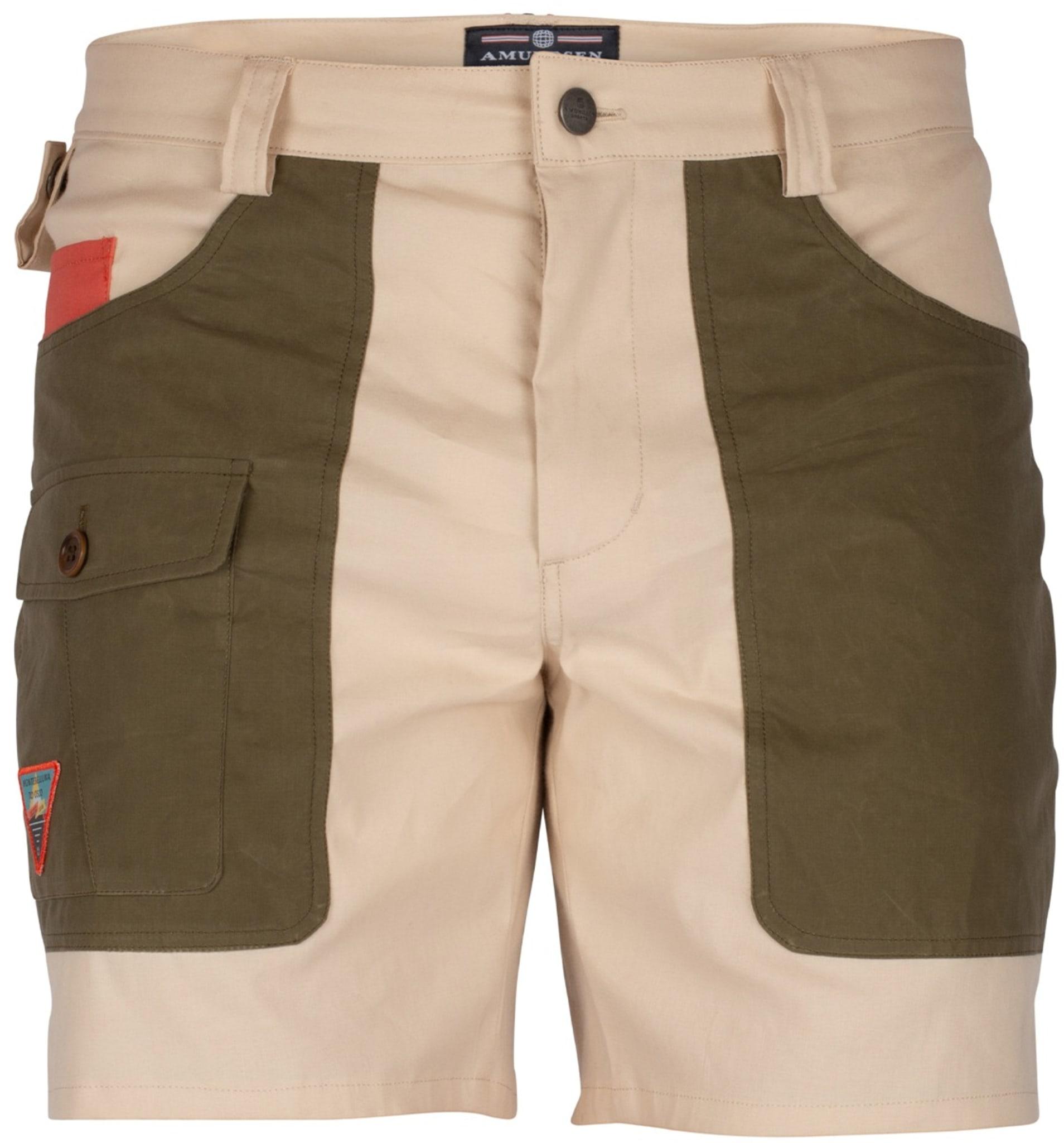 Bevegelig og hurtigtørkende shorts i bomull, lin og stretchmateriale