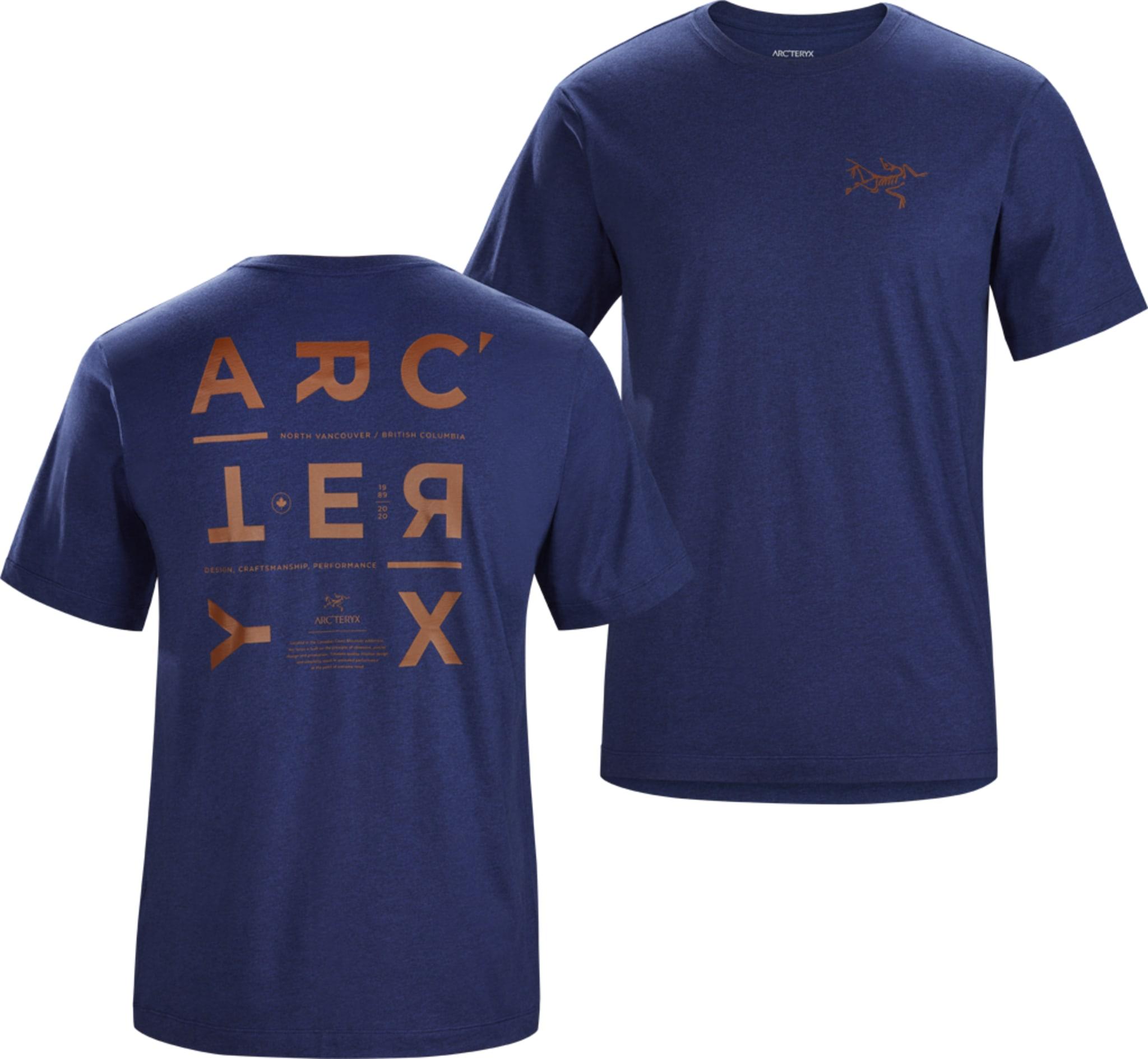 Lett og luftig t-skjorte i organisk bomull med trykk framme og bak