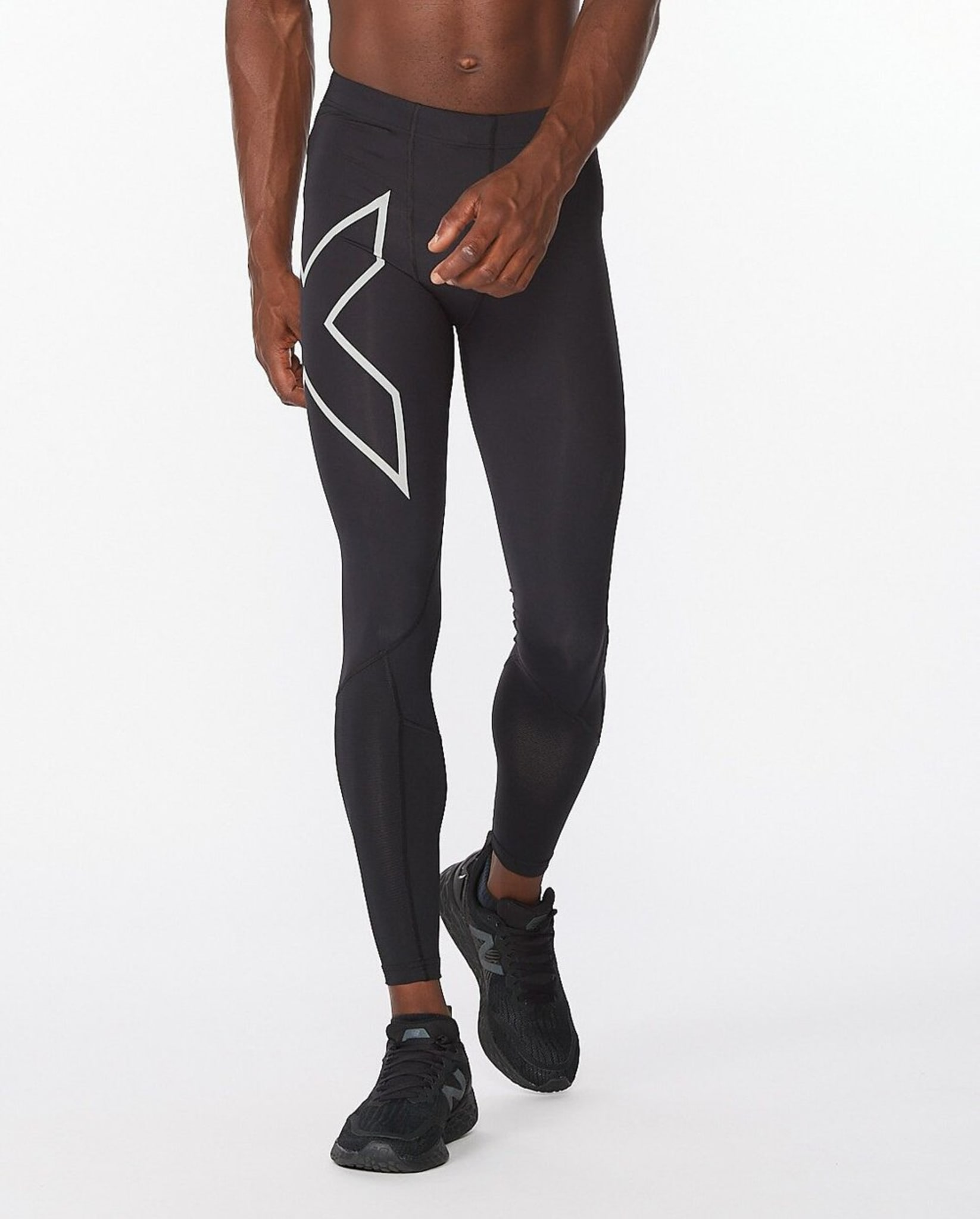 Aero Vent Compression Tights er designet for å lindre overoppheting mens du løper, og har PWX VENT-paneler for å forbedre luftstrømmen og holde deg avkjølt når løpeturen din blir varm.