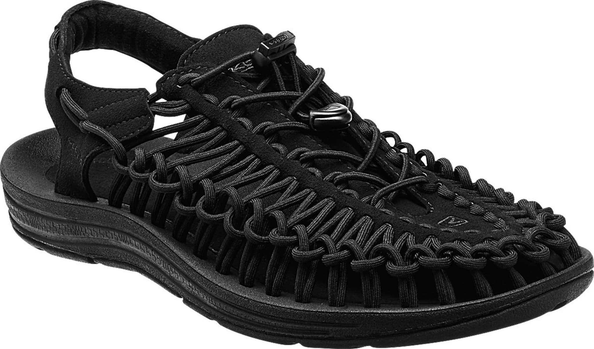 Behagelig sandal laget i et nett av remmer for topp komfort