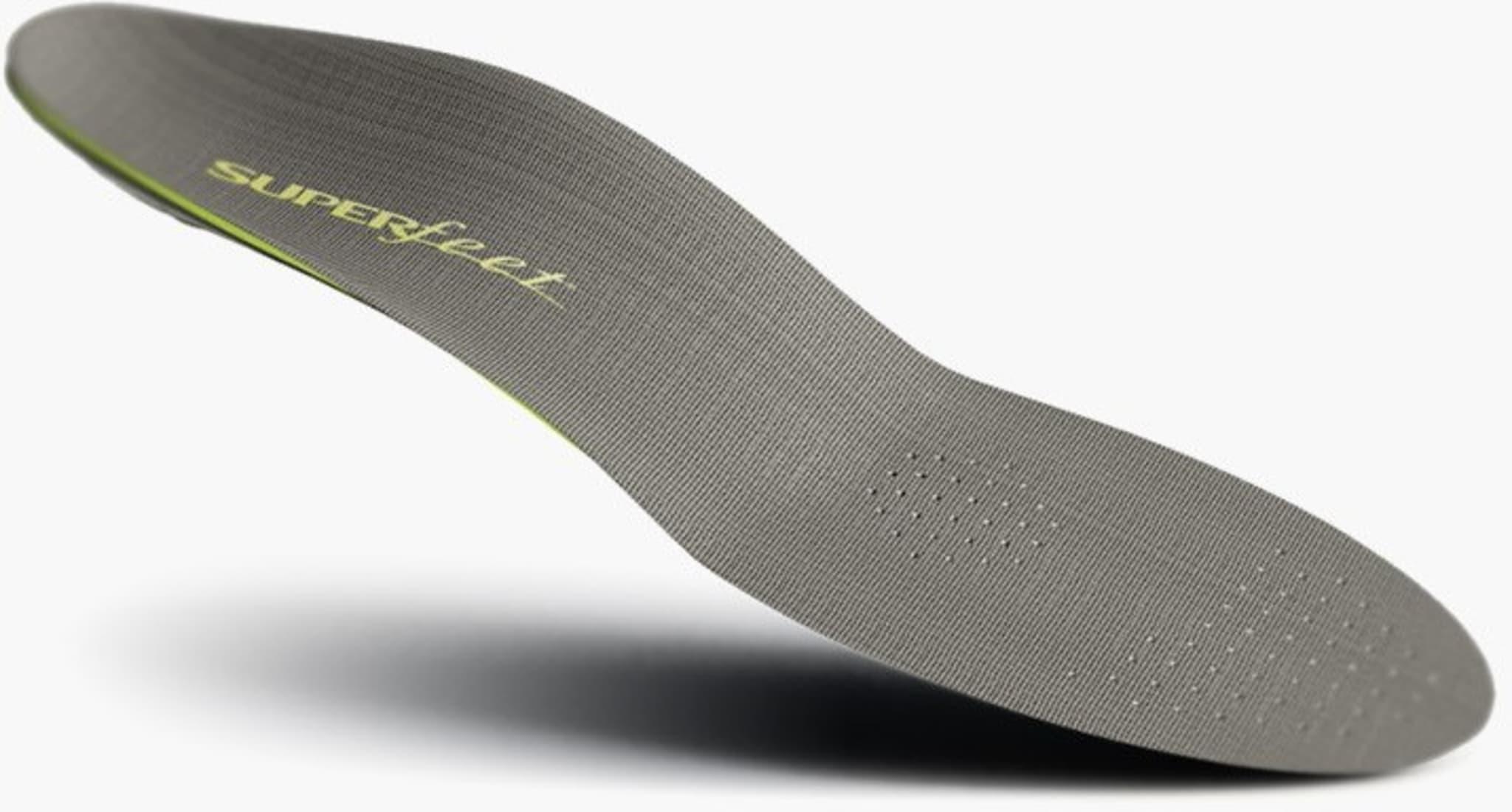 Lav profil, og tar lite plass i skoen.