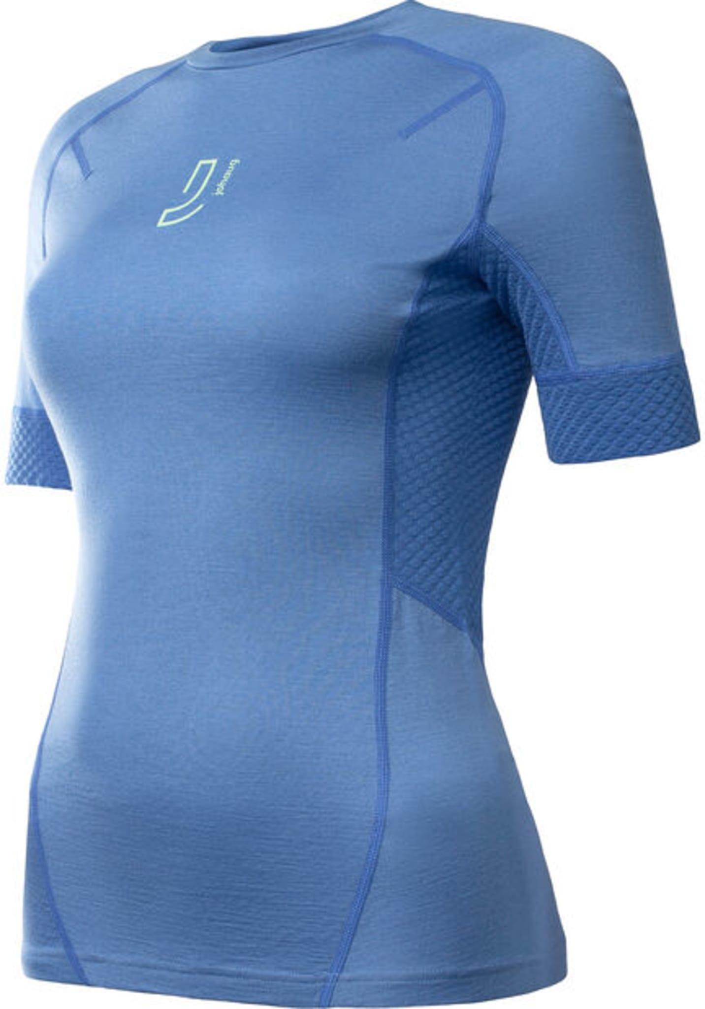 En femining og sporty t-skjorte i ull. Perfekt til trening og andre aktiviteter.
