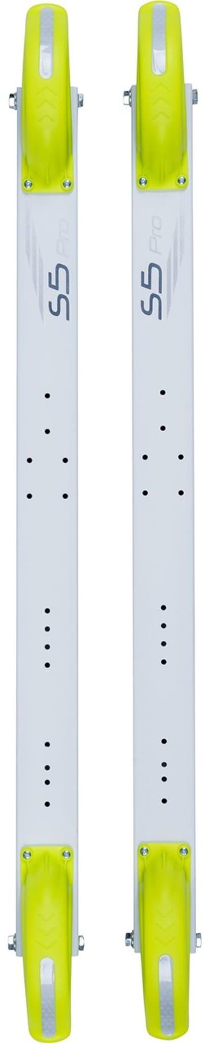Skøyterulleski med lang stamme og lavt tyngdepunkt, som er lettest i sin klasse. Inkludert binding fra Rottefella!