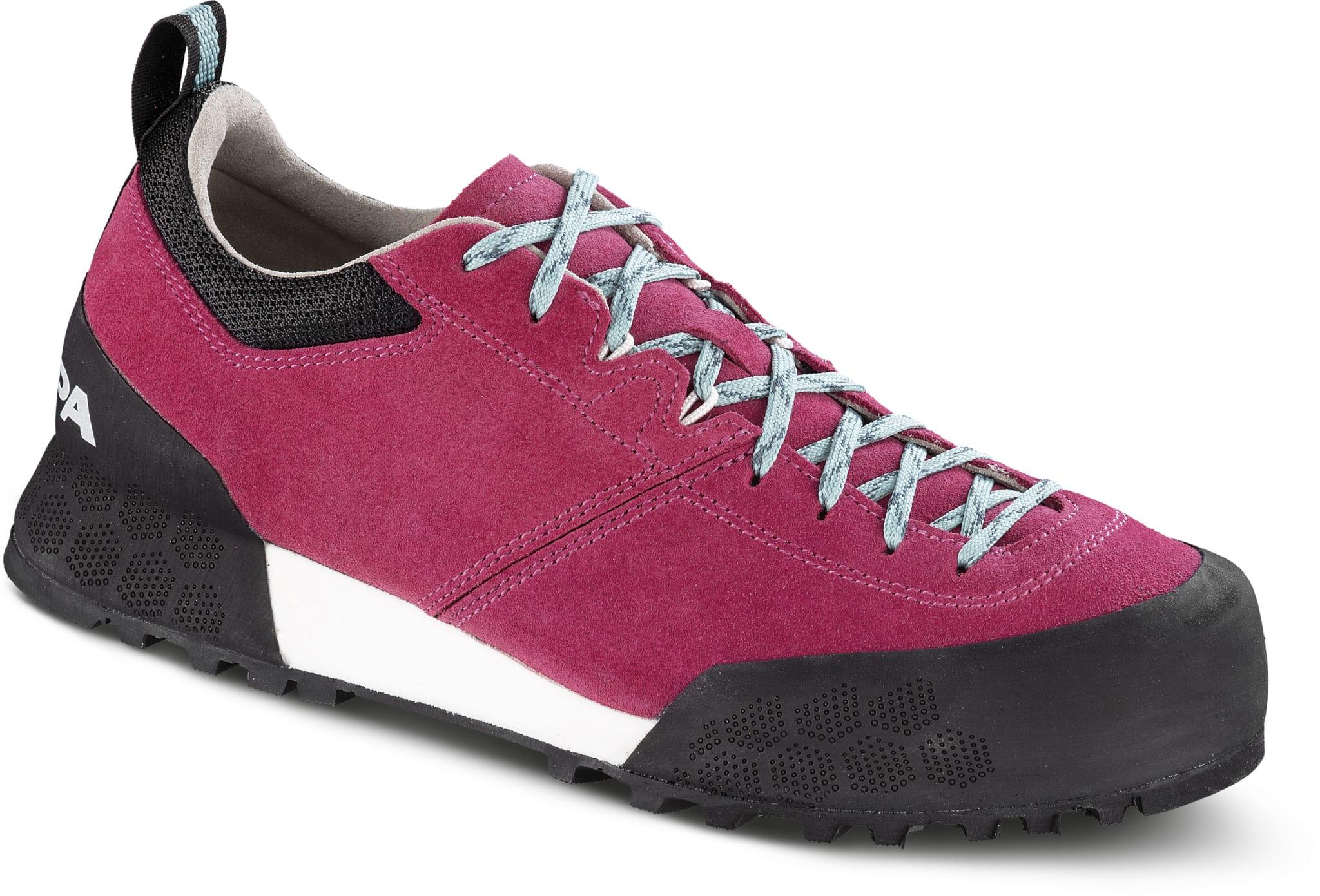 Komfortabel sko for lange anmarsjer i steinete terreng