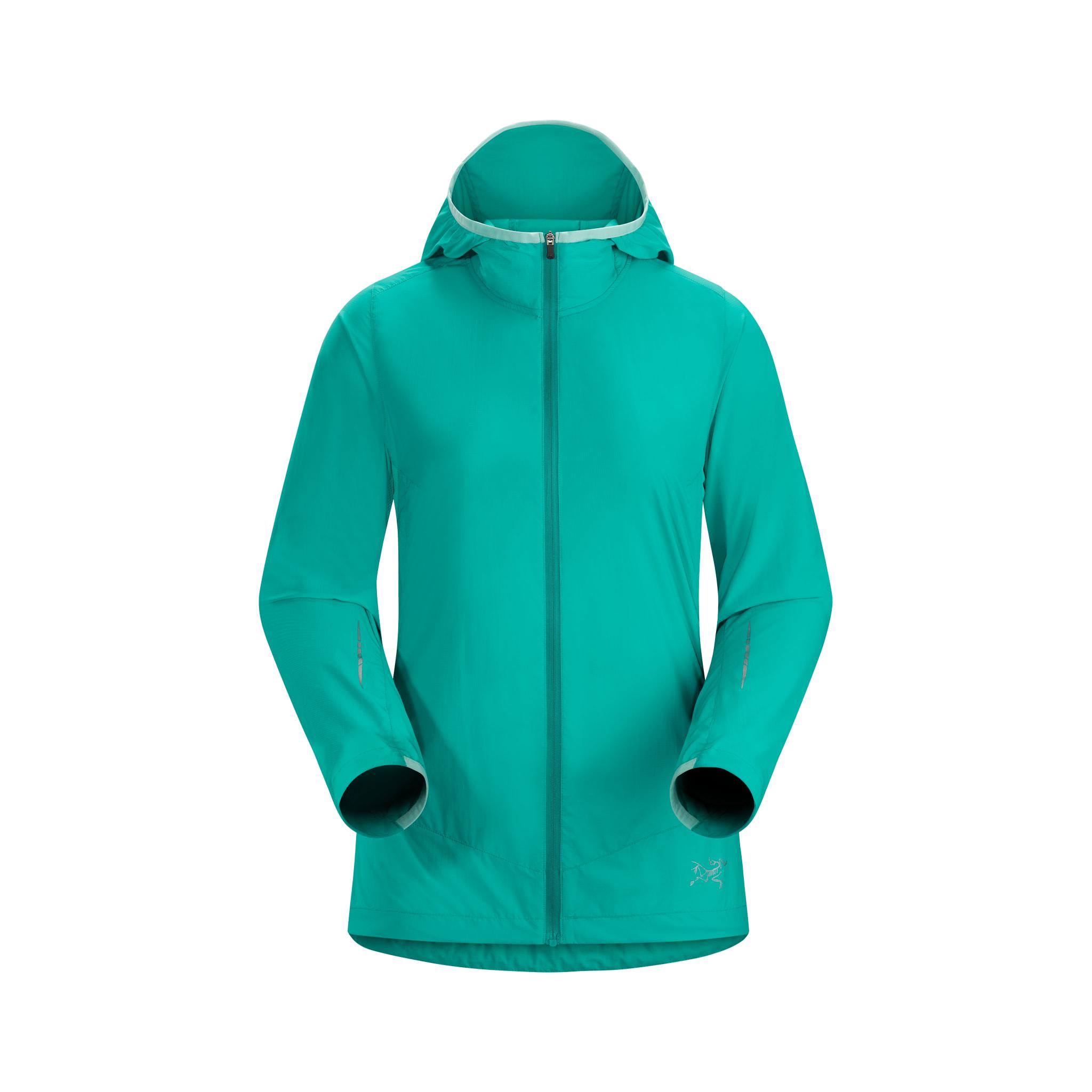 Lett, pakkvennlig og minimalistisk hettejakke for høyintensiv trening i fjell og skog